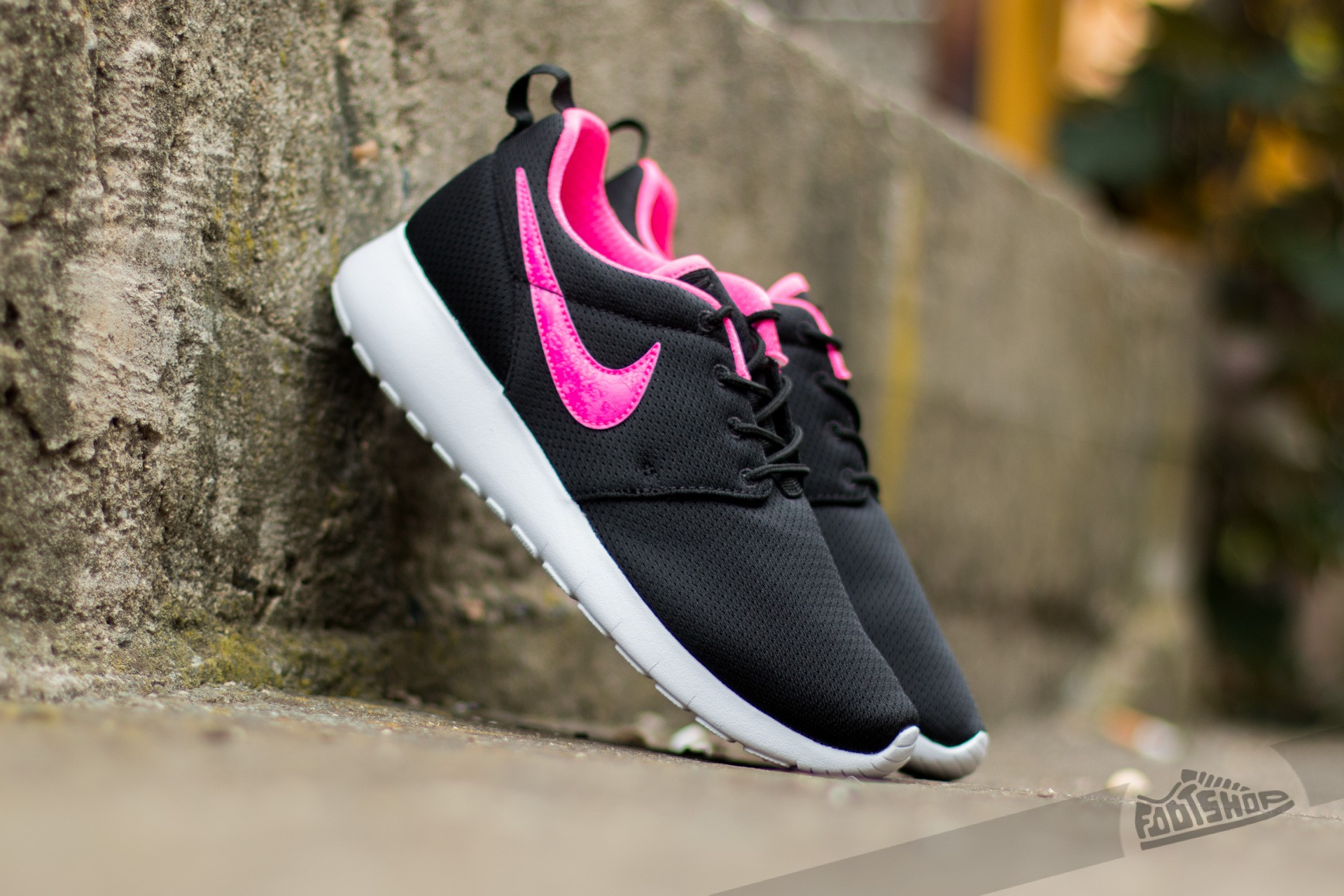 Nike Roshe One (GS) Black/ Pink Blast-White