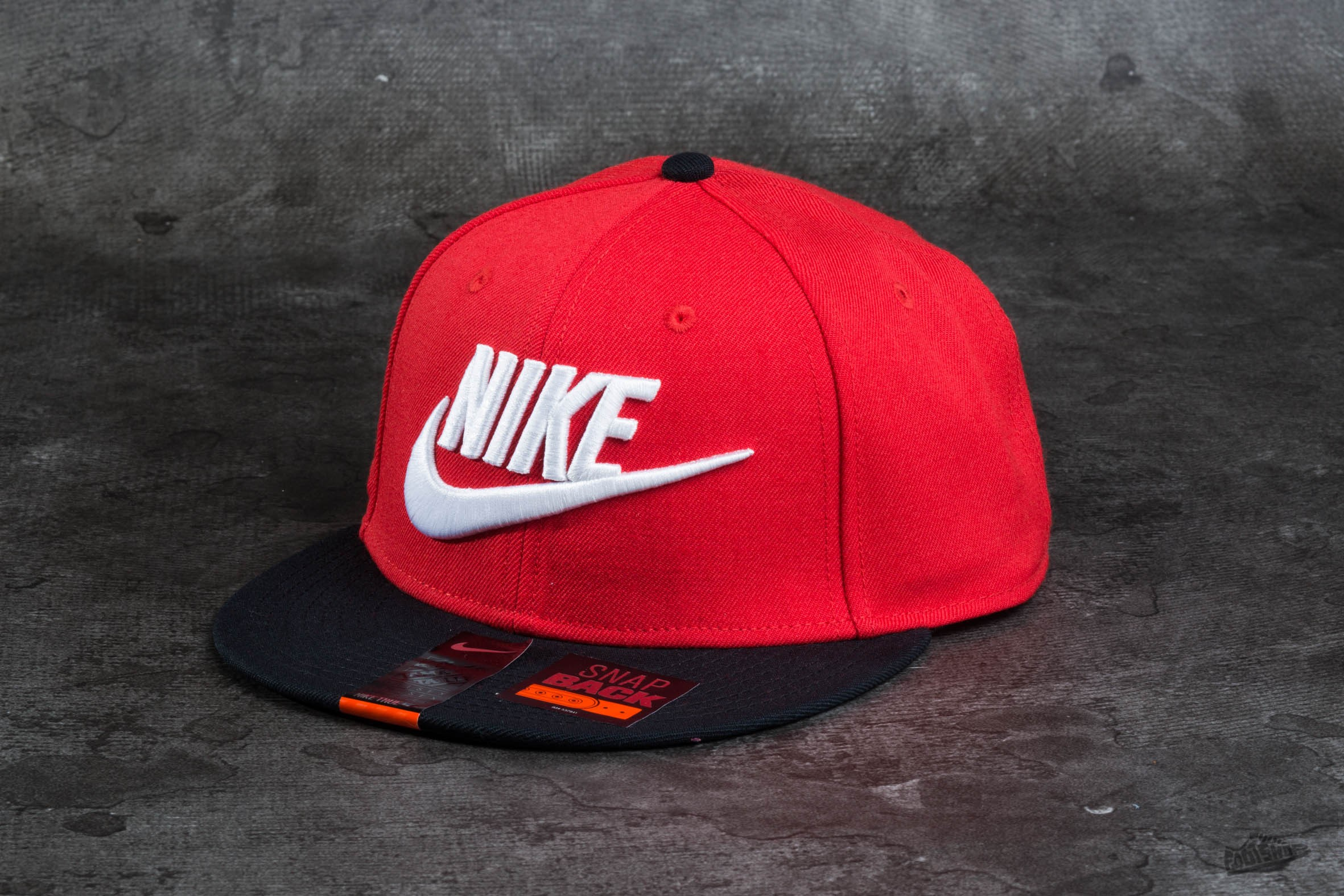 Nike Limitless Snapback True Red