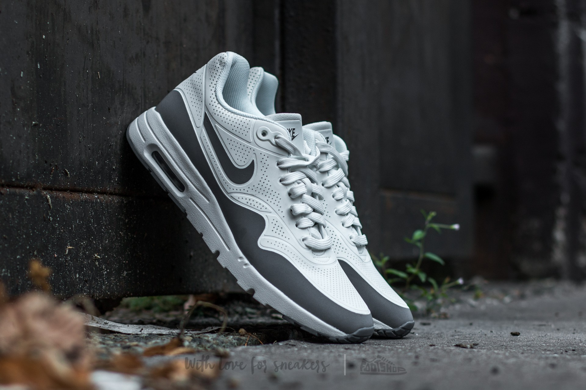 Nike Wmns Air Max 1 Ultra Moire Summit White/ Cool Grey-Mettalic Silver-White