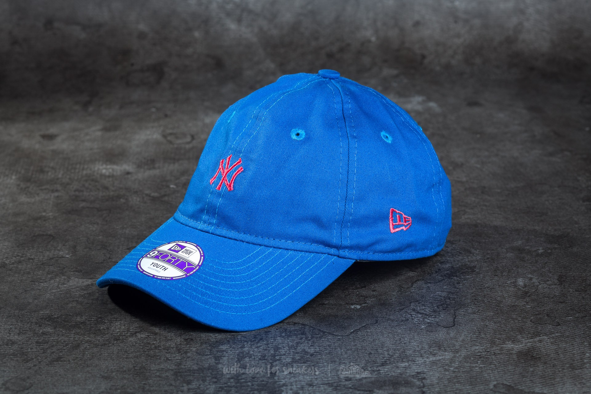 New Era Essential 9Forty Youth Adjustable Boys New York Yankees Cap Blue/ Pink