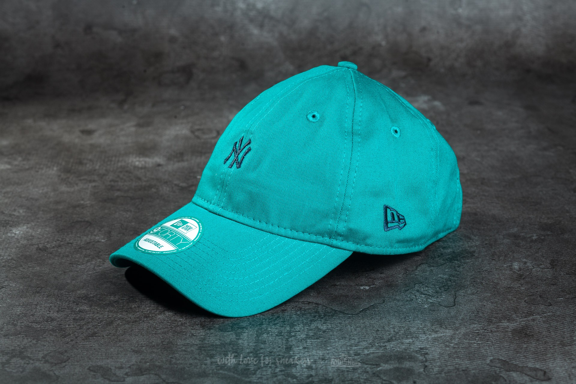 New Era Essential 9Forty Adjustable New York Yankees Cap New Green/ Navy