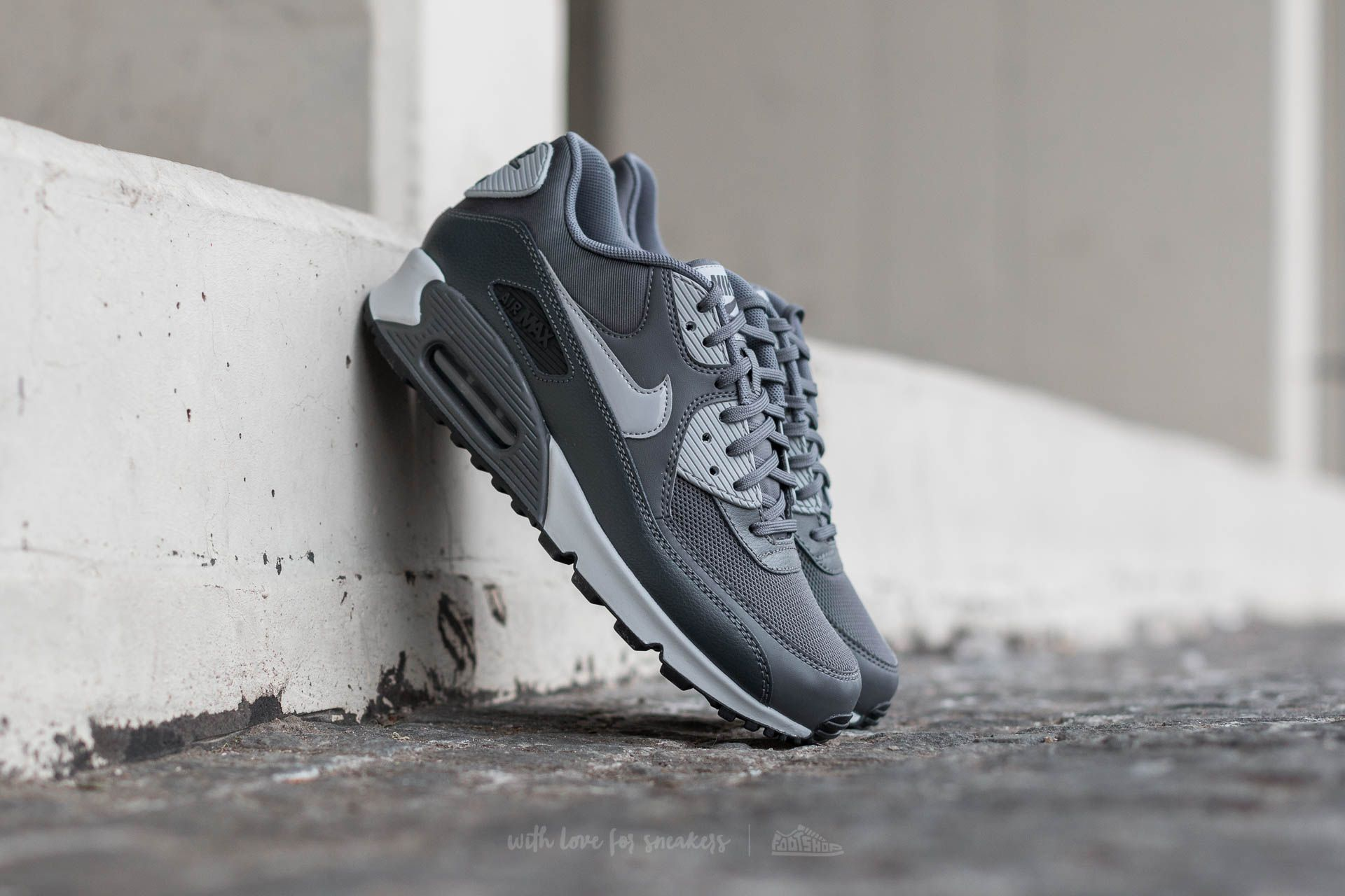 Nike Wmns Air Max 90 Essential Dark Grey/ Wolf Grey-Anthracite