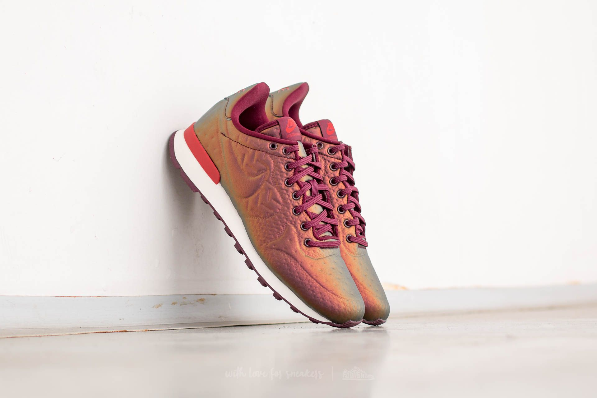 Nike W Internationalist Jacquard Winter Metallic Mahogany/ Night Maroon