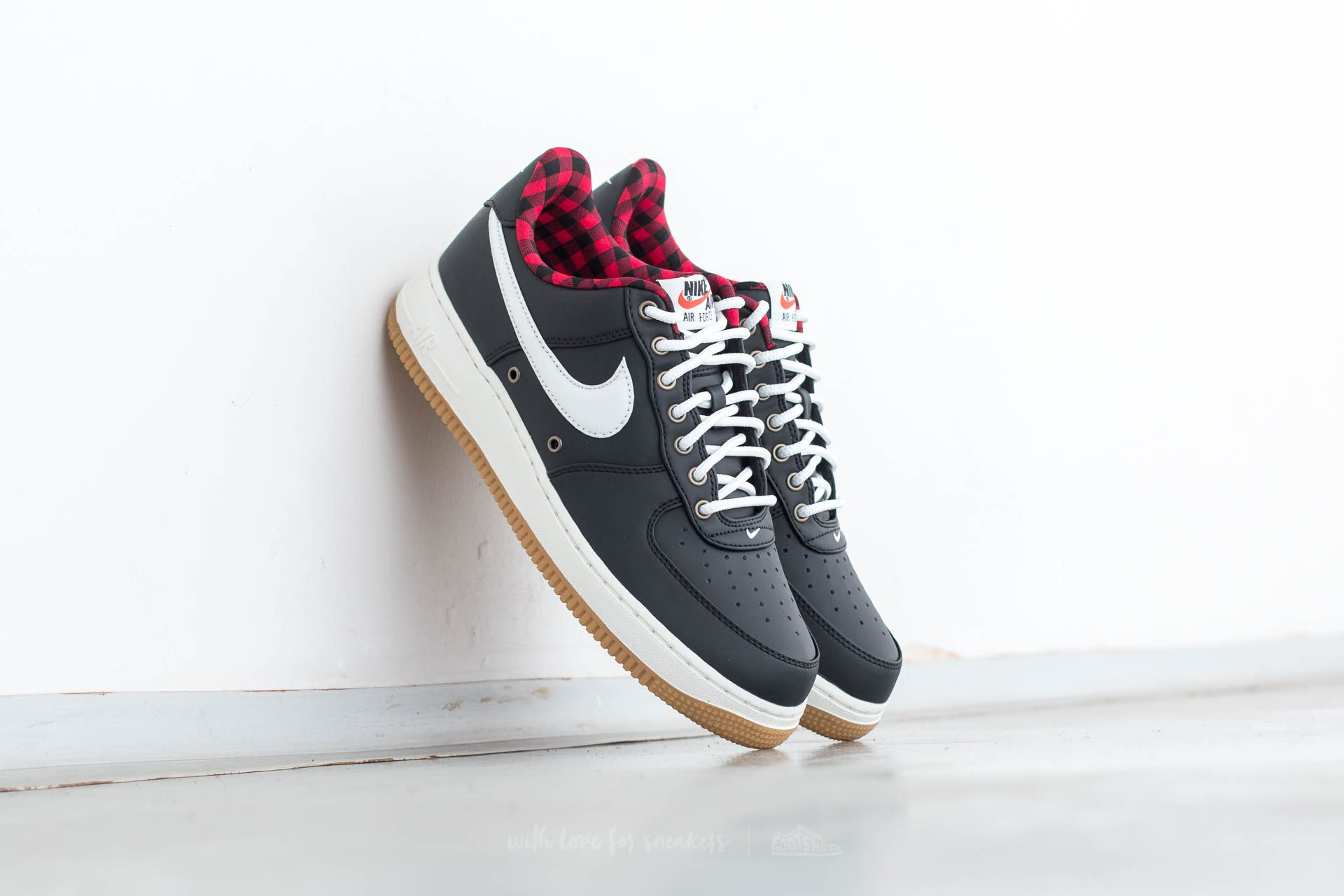 Nike Air Force 1 ´07 LV8 Black/ Sail-Action Red-Gum Light