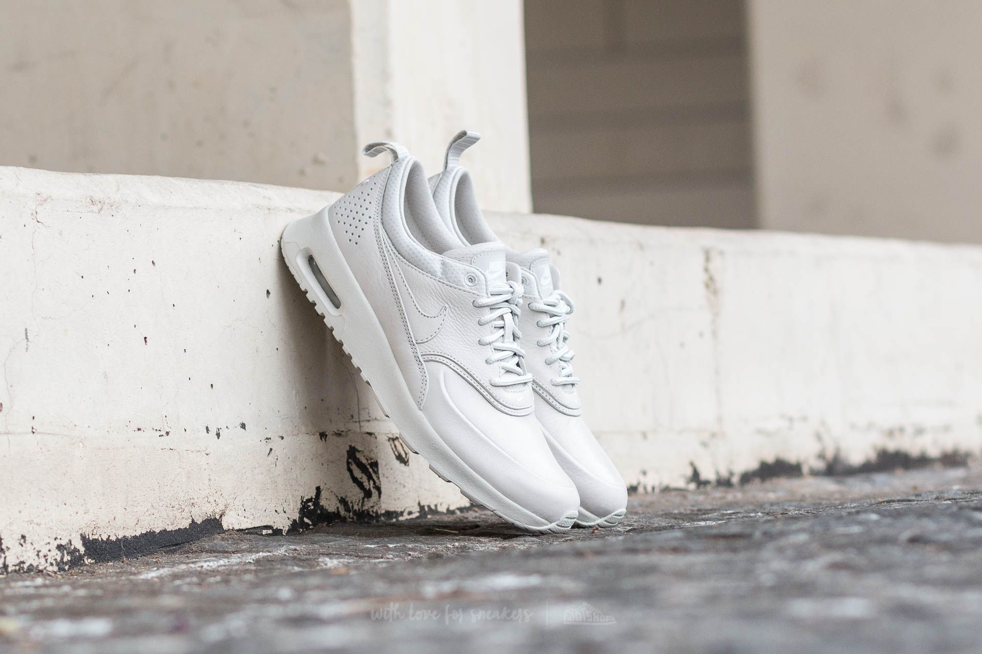 Nike Wmns Air Max Thea Pinnacle Light Bone/ Light Bone-Sail