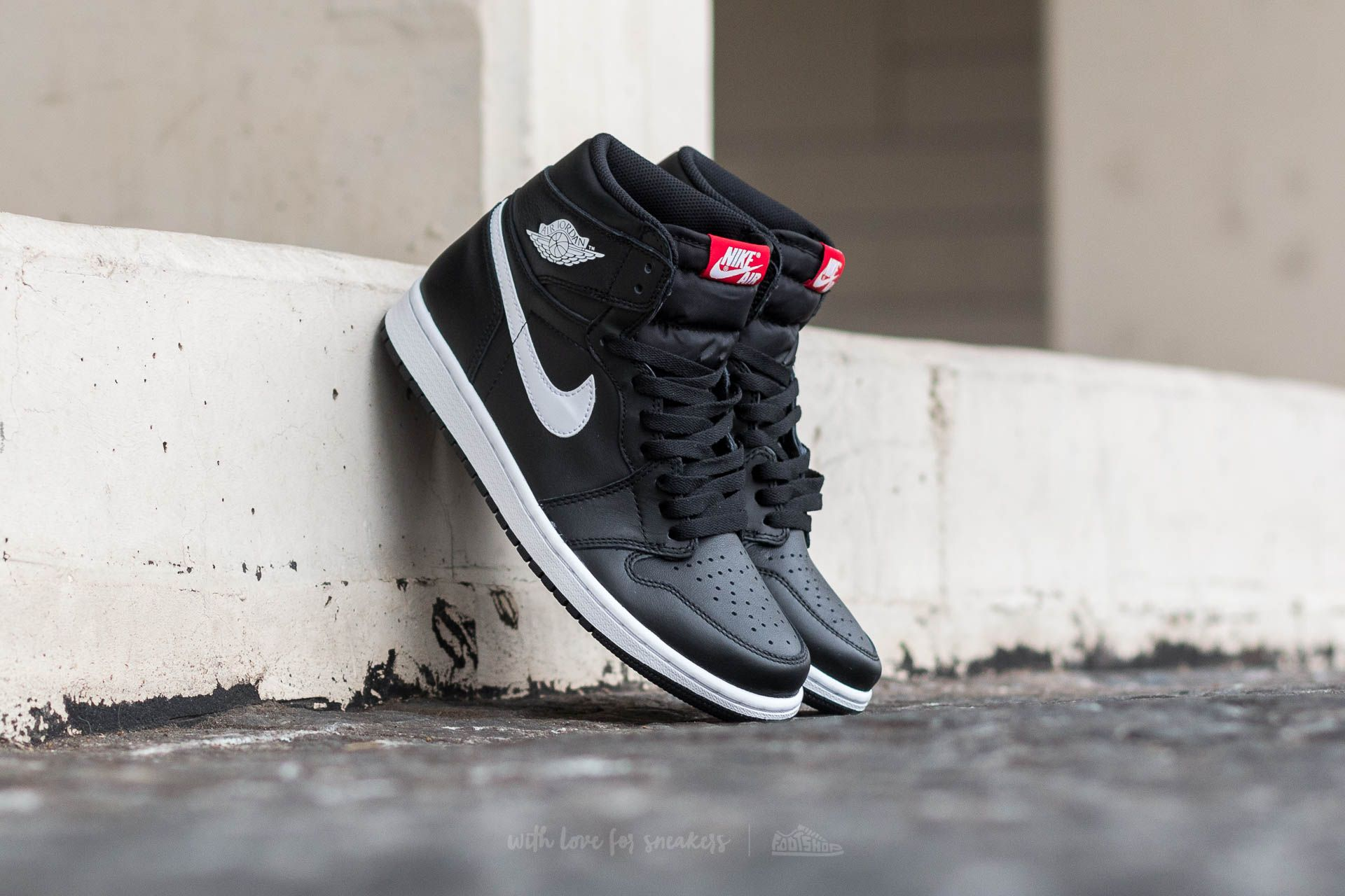 Air Jordan 1 Retro High OG Black/ White-Black
