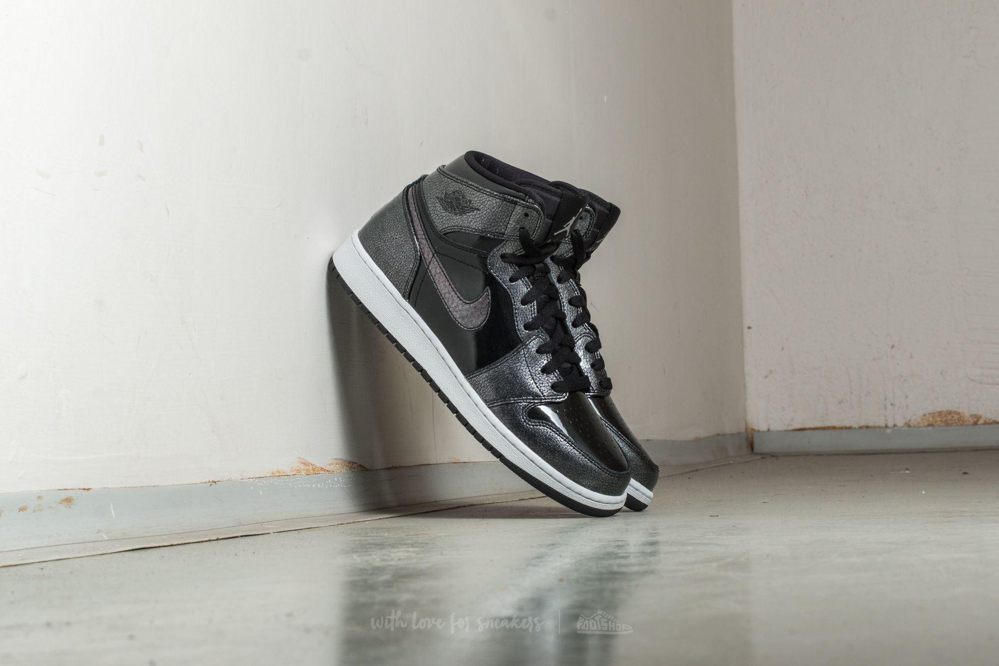 Air Jordan 1 Retro High (BG) Black/ Black-White