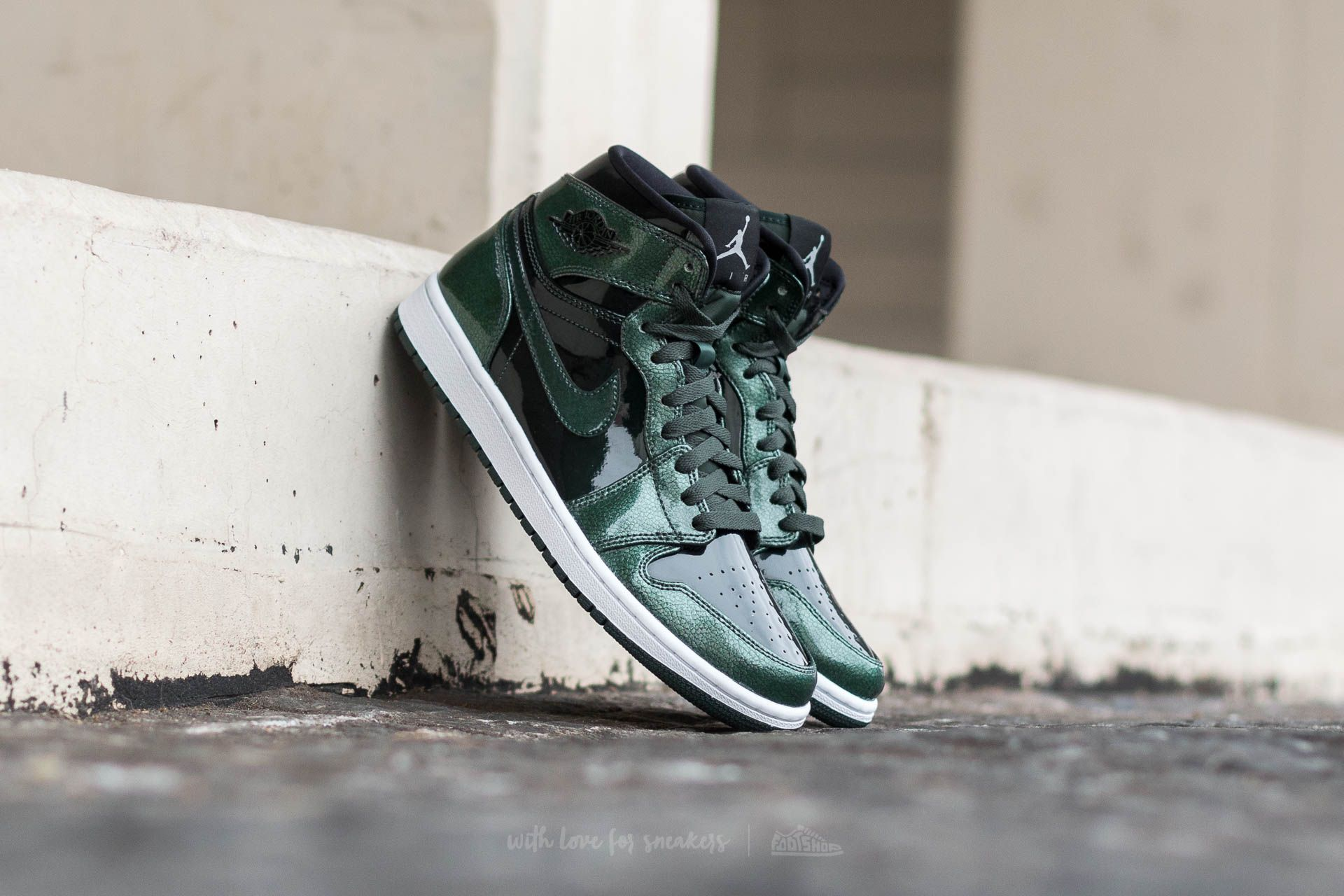 Air Jordan 1 Retro High Grove Green/ Black-White