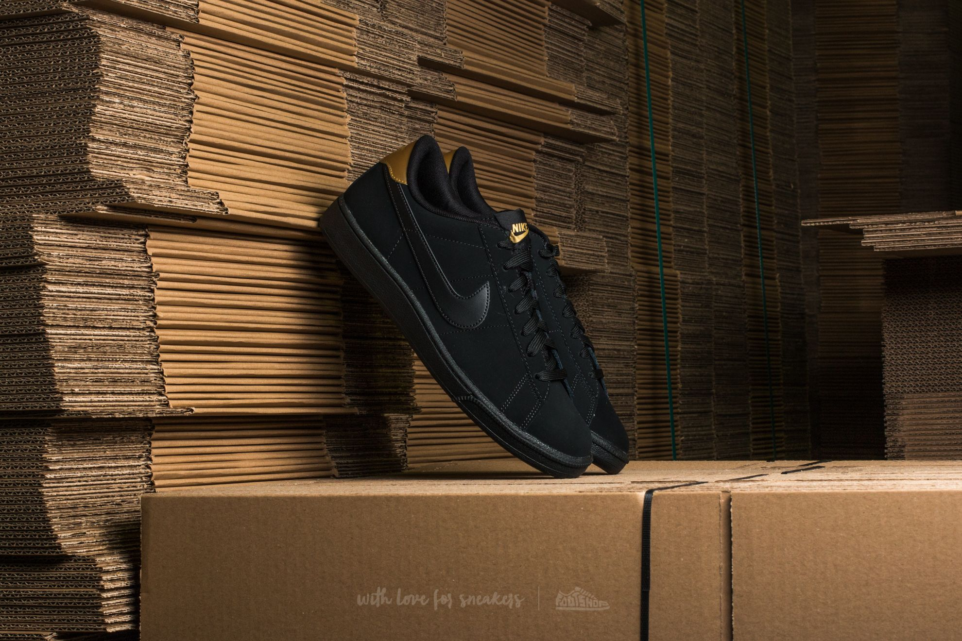 Nike Tennis Classic CS Black/ Black-Metallic Gold