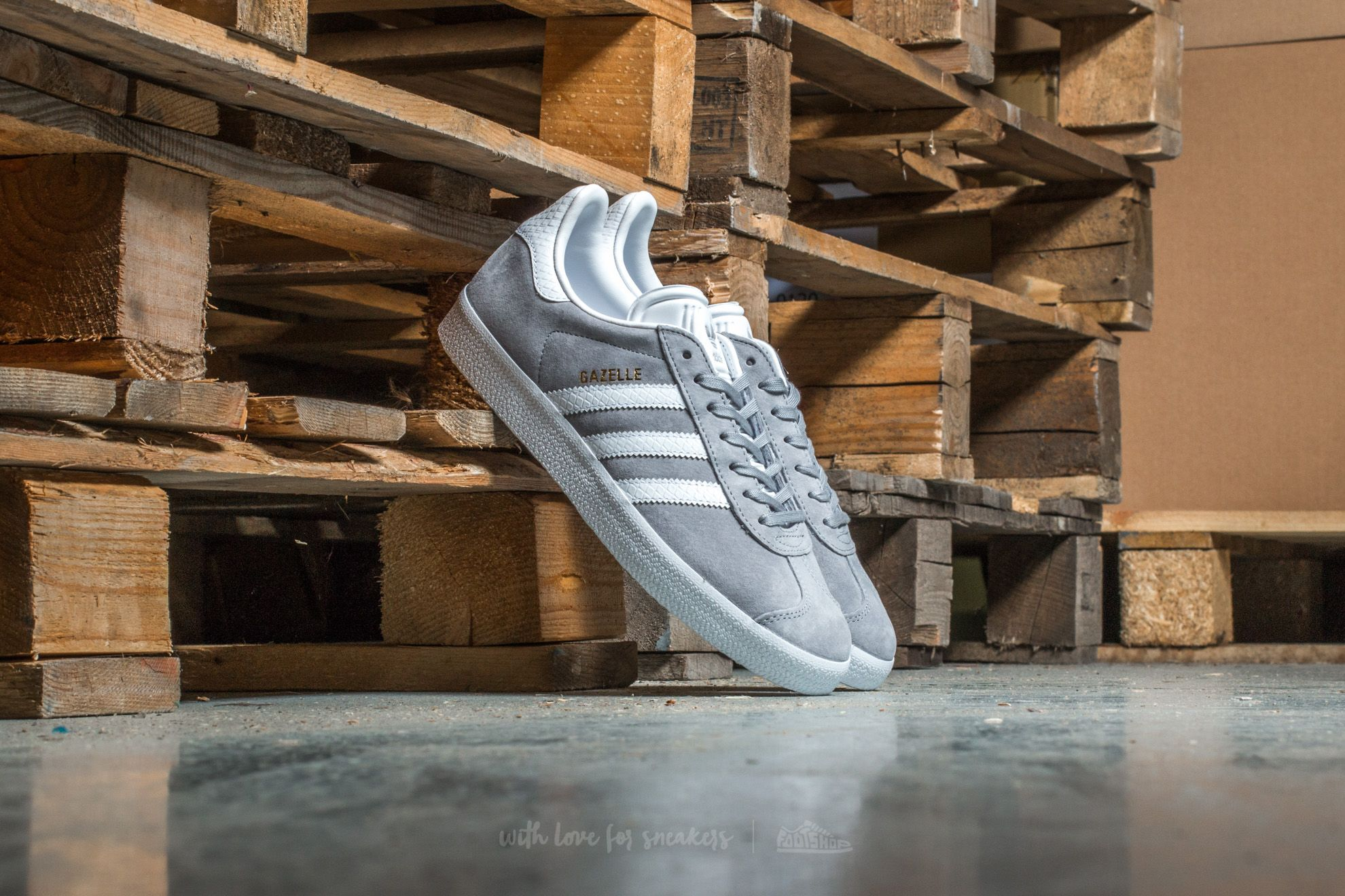 adidas Gazelle W Mid Grey/ Ftw White/ Gold Metallic