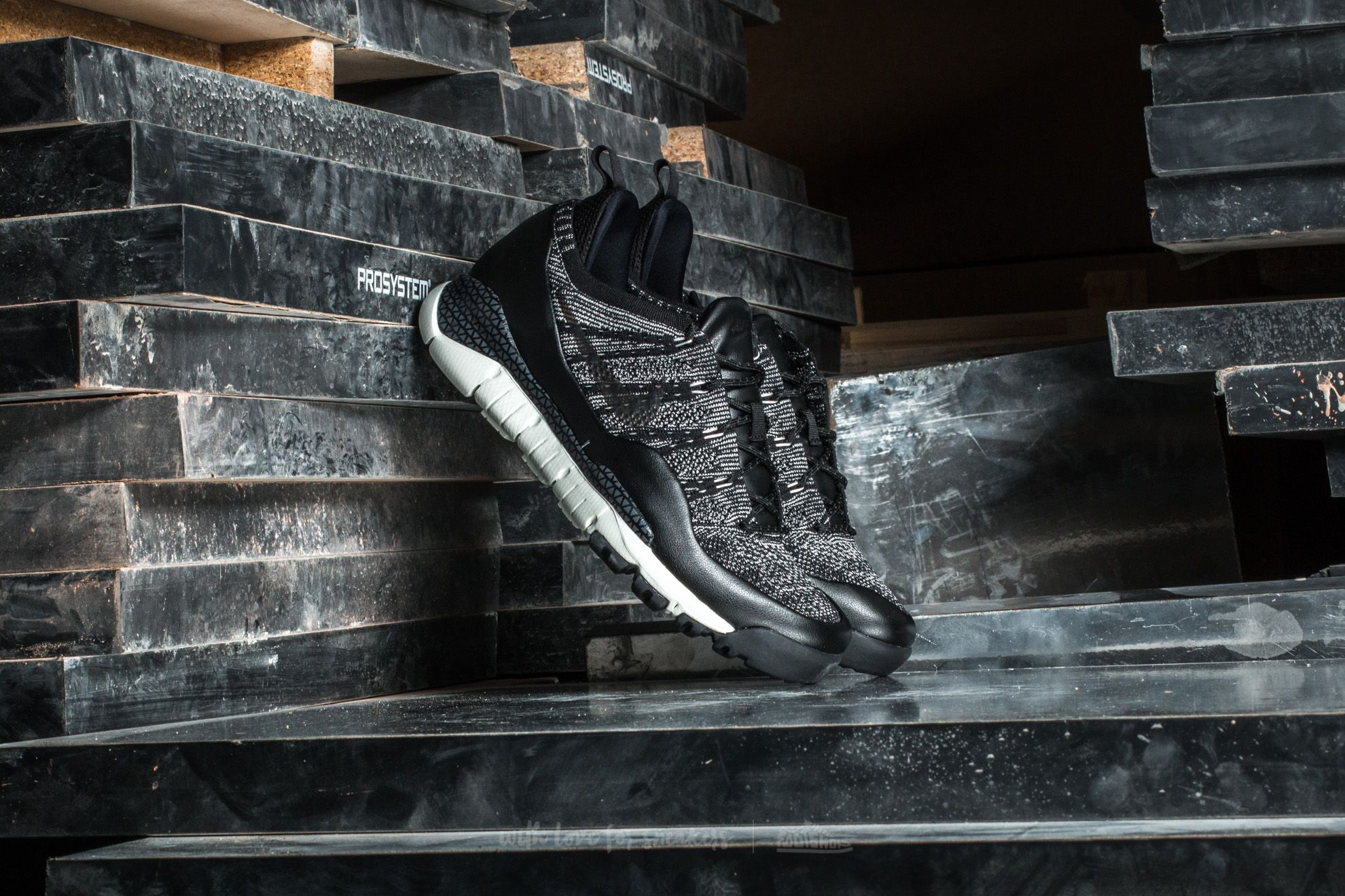 Nike Lupinek Flyknit Low Sail/ Black-Anthracite