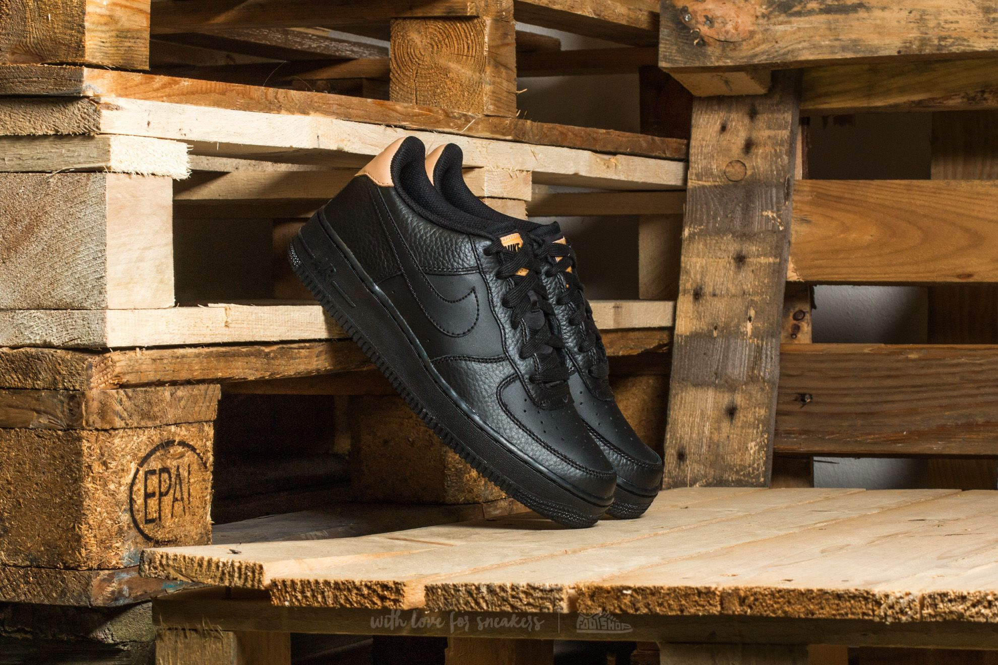 Nike Air Force 1 LV8 (GS) Black/ Black-White