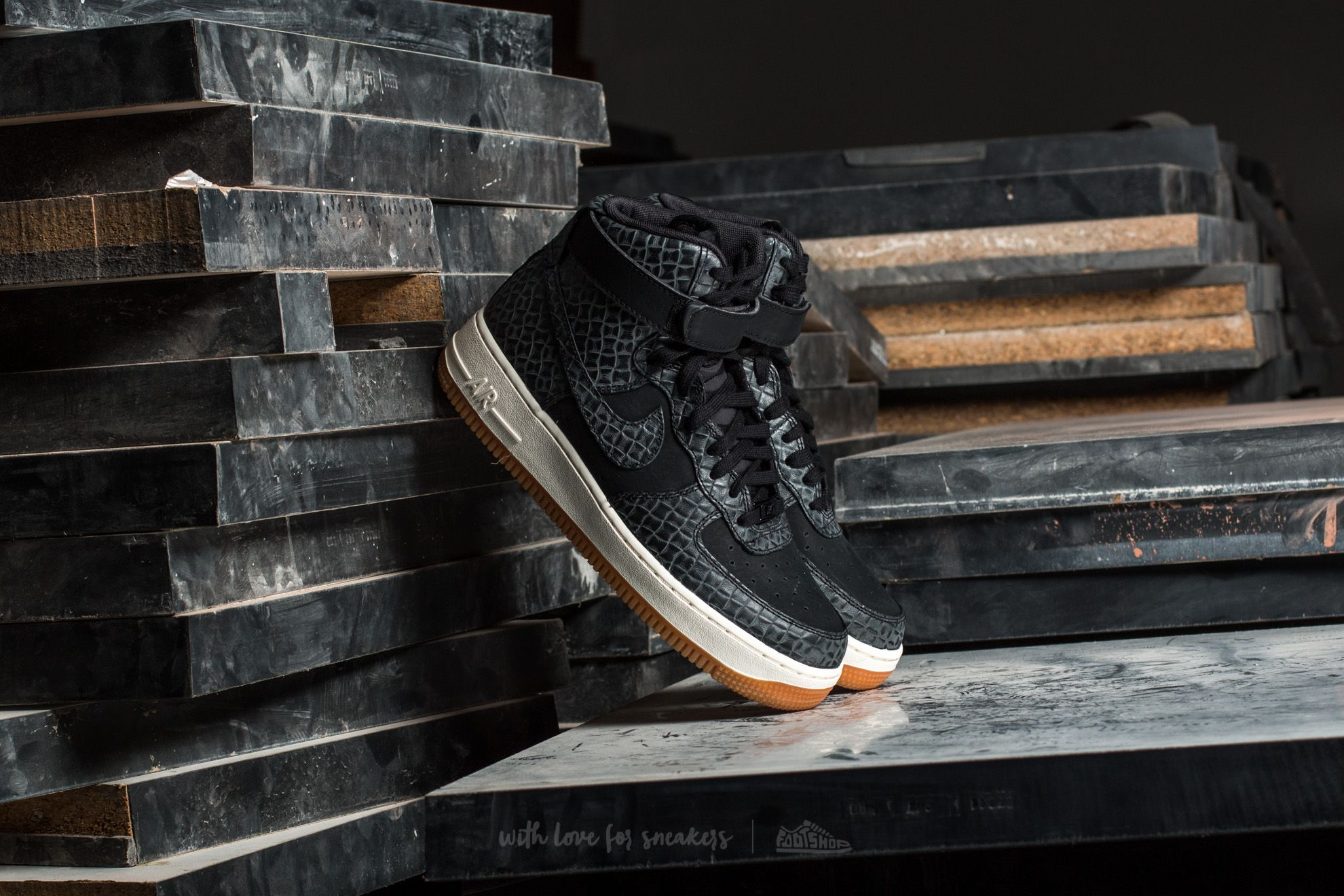 Nike Wmns Air Force 1 Hi Premium Black/ Black-Gum Med Brown-Sail