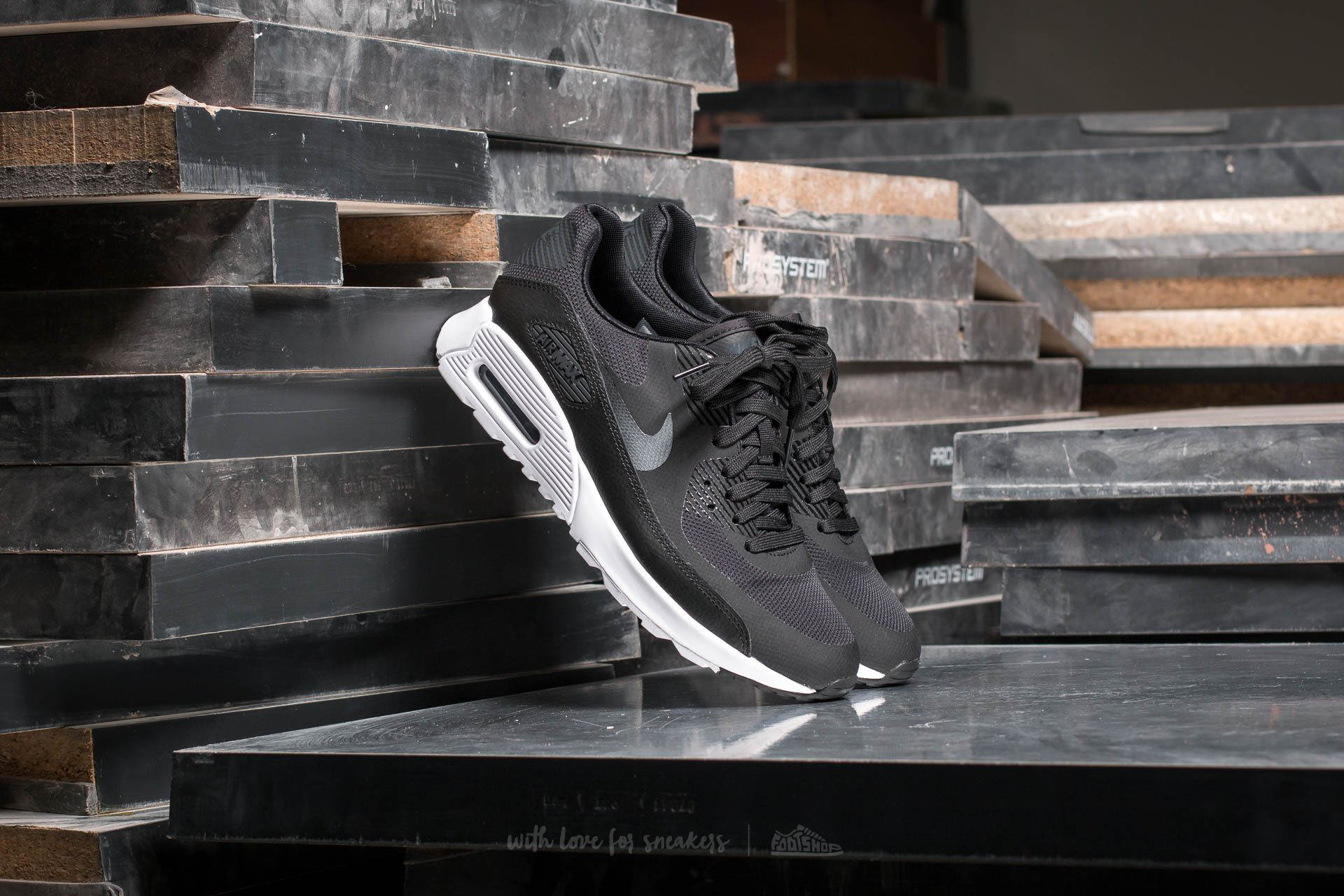 Nike Wmns Air Max 90 Ultra 2.0 Black/ Metallic Hematite-White