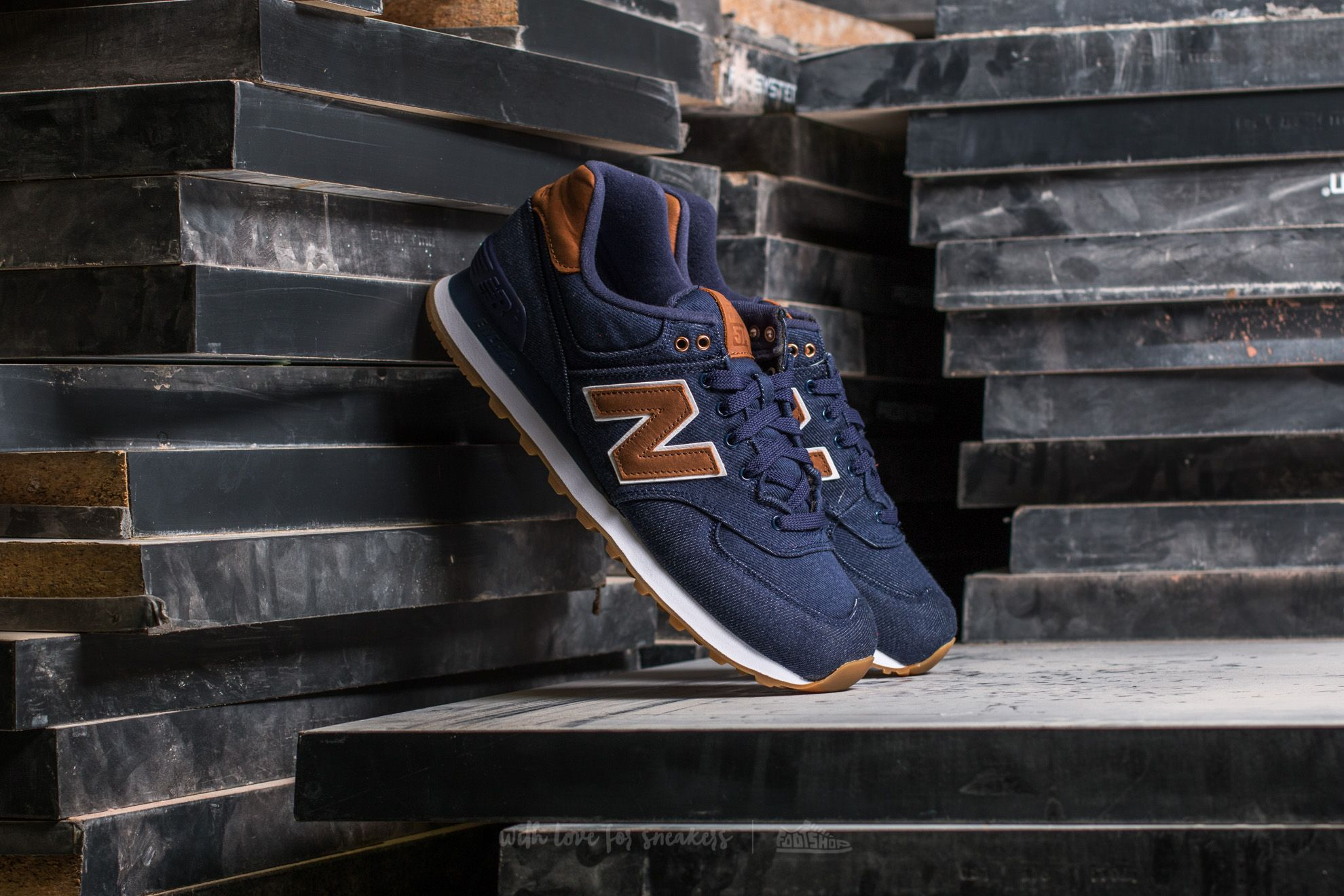 New Balance 574 Navy / Brown