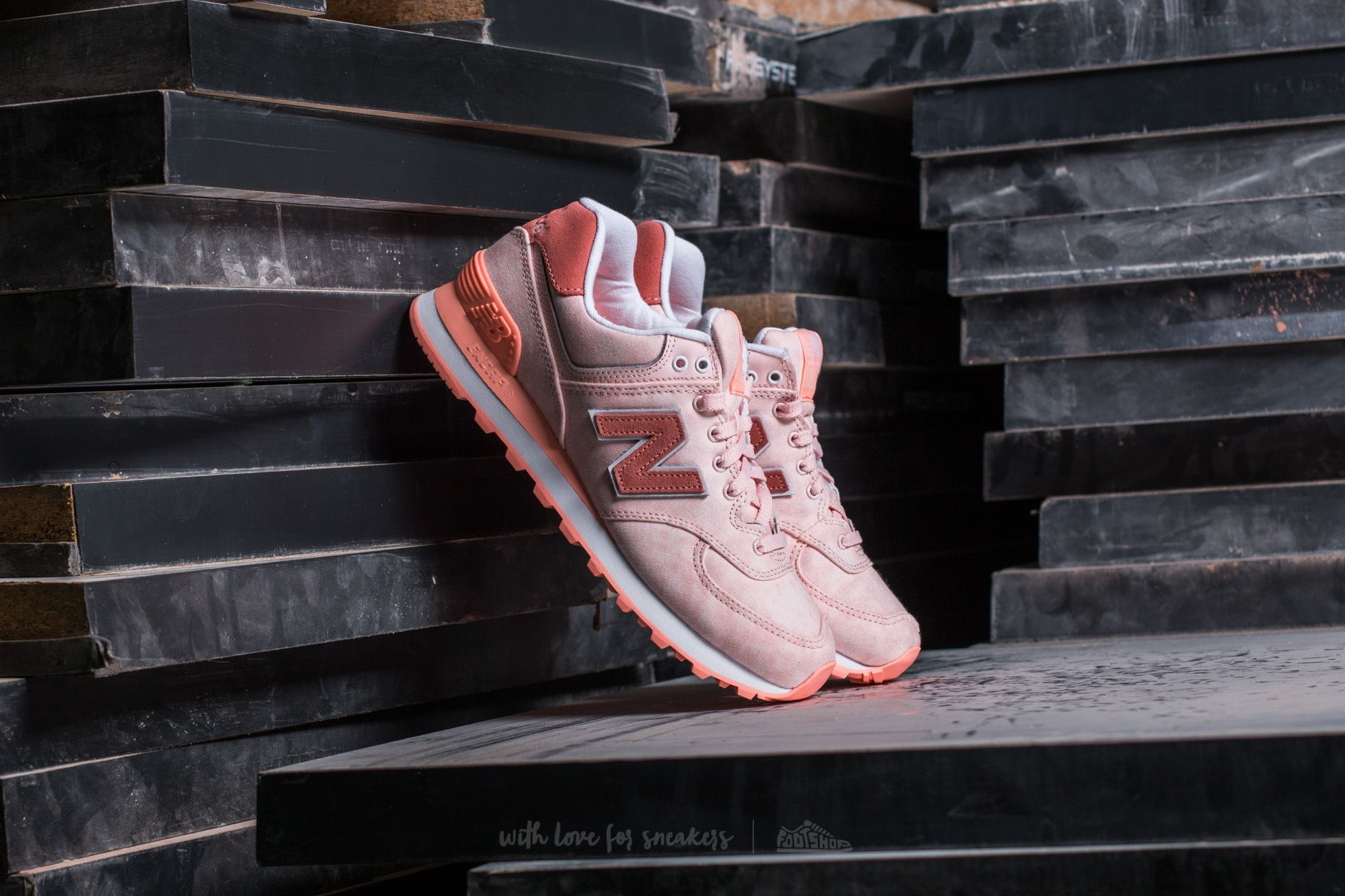 New Balance 574 Peach Pink