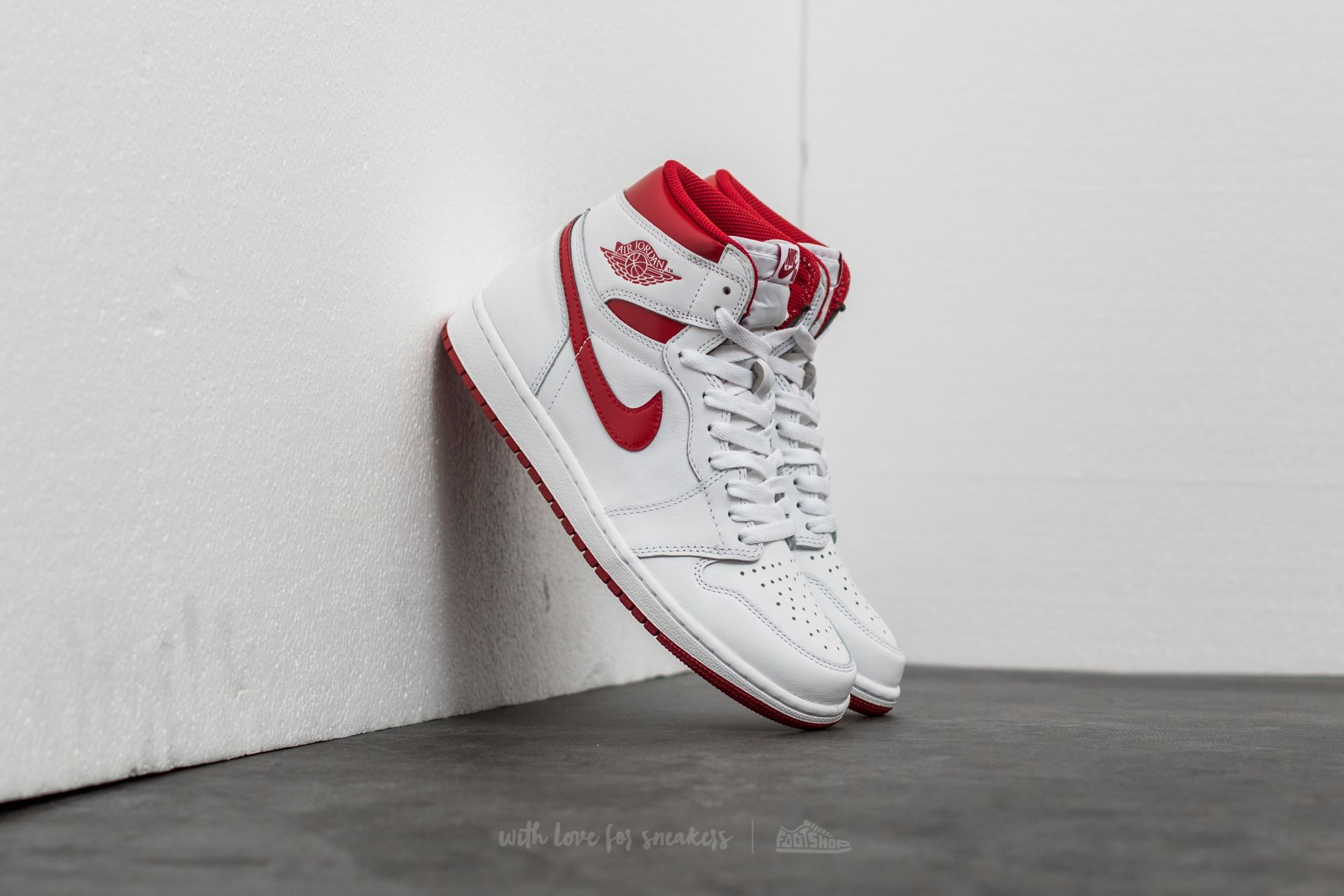 Air Jordan 1 Retro High OG 'Metallic Red' White/ Varsity Red