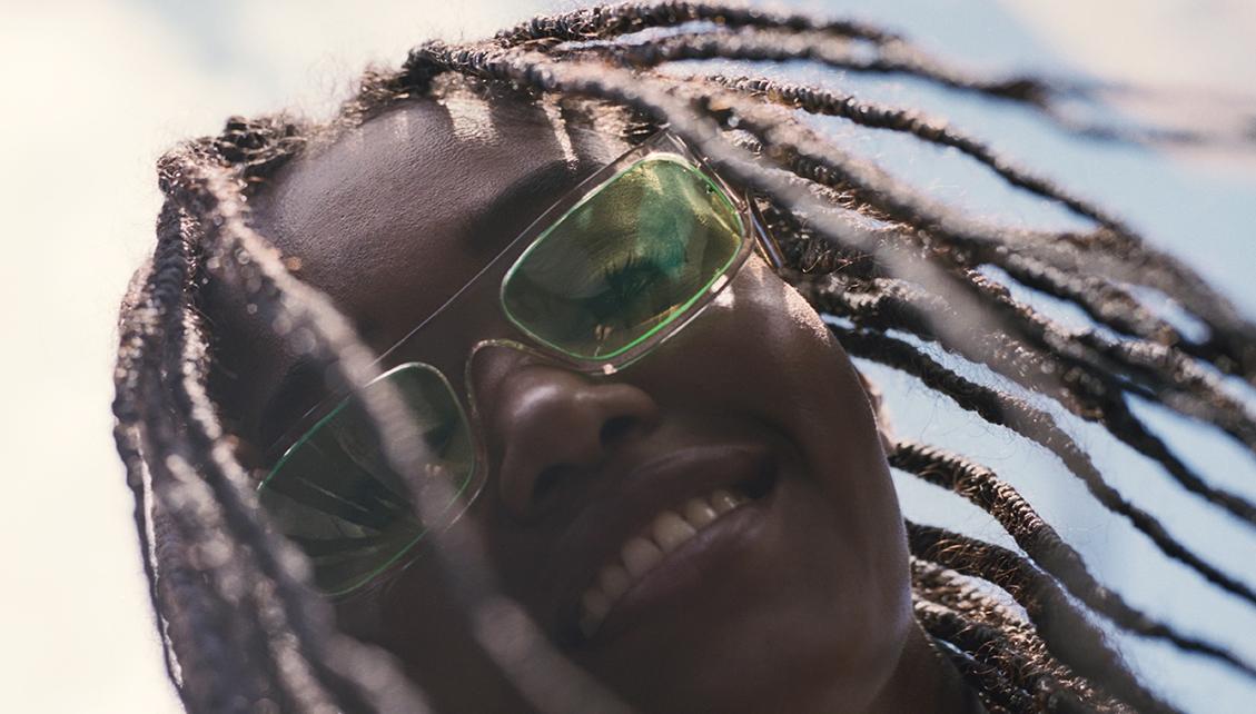 Co mají společného tenisky a sluneční brýle?