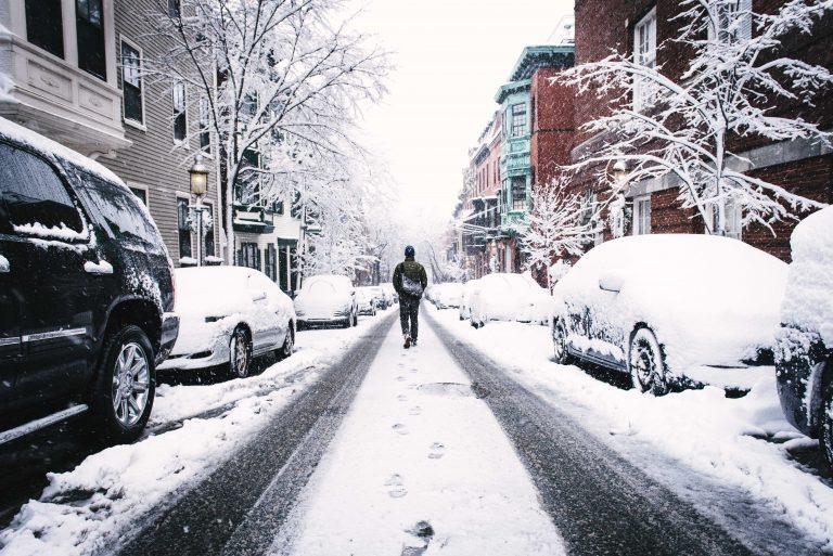 Jak vybrat zimní bundu, která zahřeje zven�í i uvnitř?