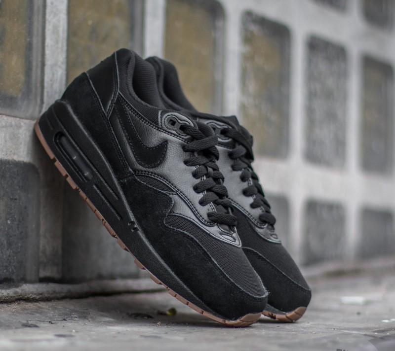 nike wmns air max 1 essential black black gum medium. Black Bedroom Furniture Sets. Home Design Ideas